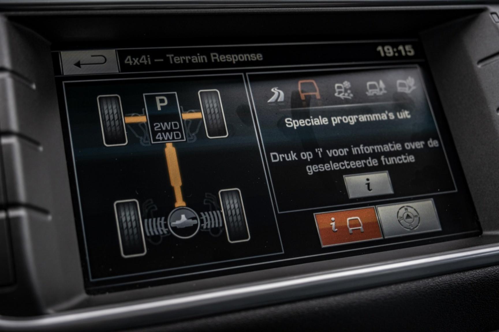 Land Rover-Range Rover Evoque-11