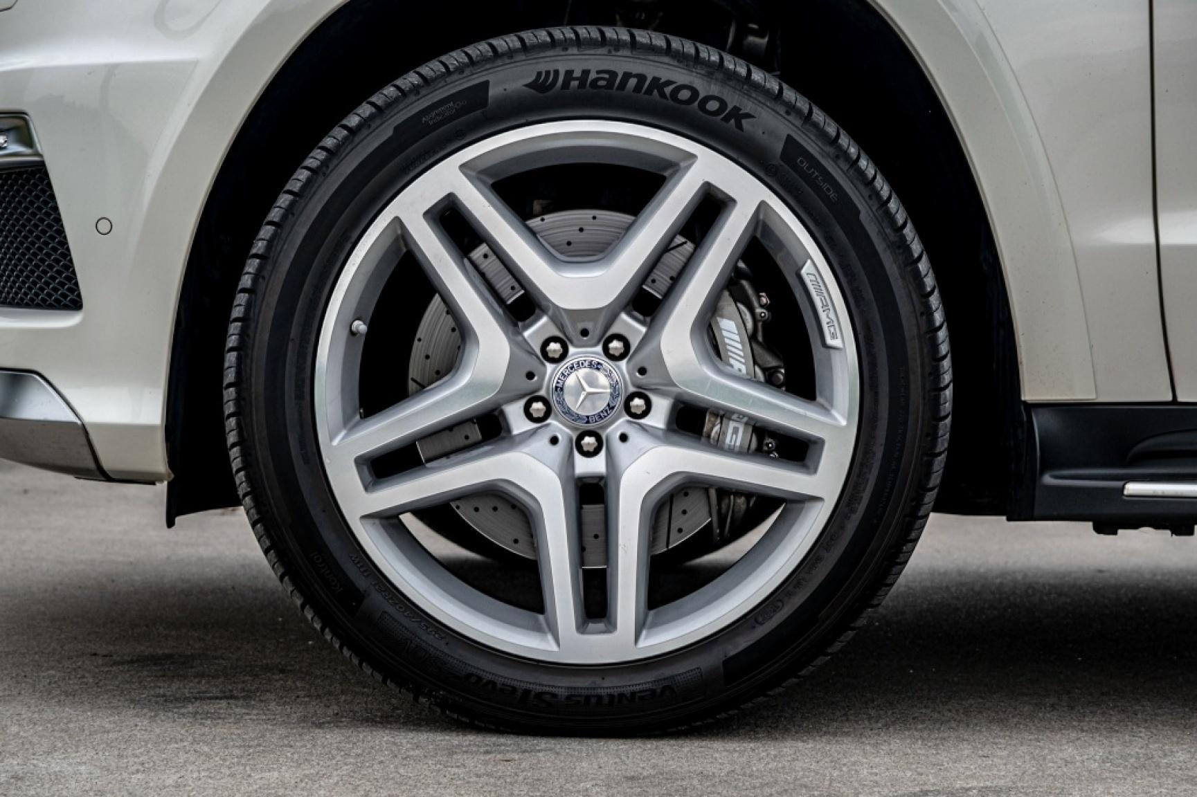 Mercedes-Benz-GL-Klasse-38